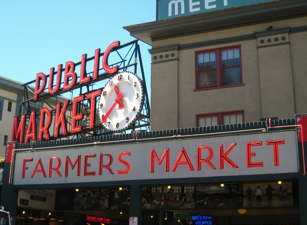Pike_Place_Market_Clock