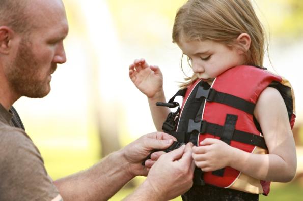 dad-putting-life-jacket-on-girl